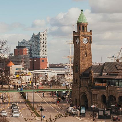 Hamburg - moin moin - Hafen, Elbe und Immobilien